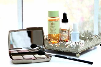 September beauty favorites   Hourglass Ambient Lighting Edit, Morphe M501 brush, Pixi Glow Tonic, Meraki Botanicals Cleansing Face Oil, Essie Find Me An Oasis