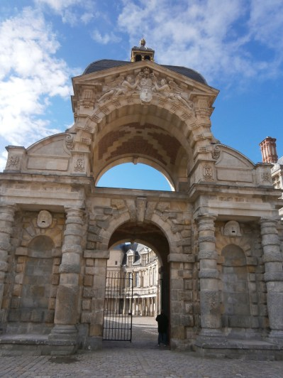 Entrance to the 'Cour ovale'