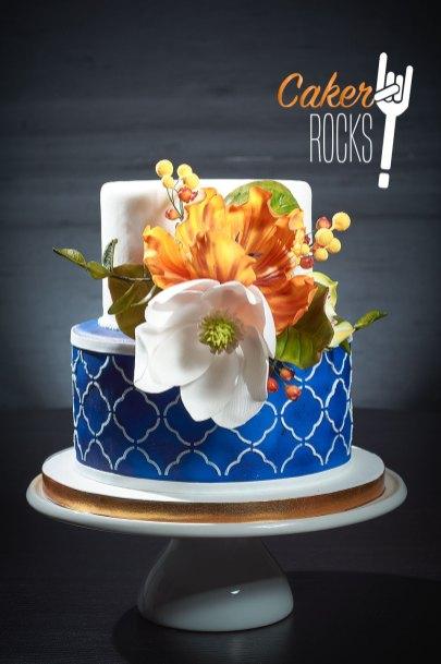 De colores atrevidos con flores de azúcar