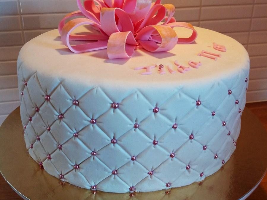 Presenttårta med rosett