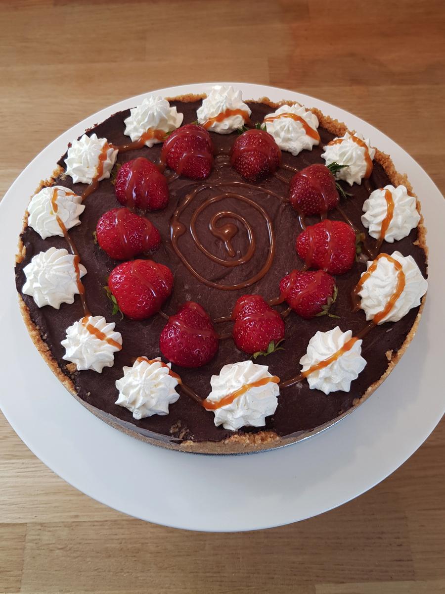 Chocolate tart with salted caramel sauce - chokladtårta med saltkolasås
