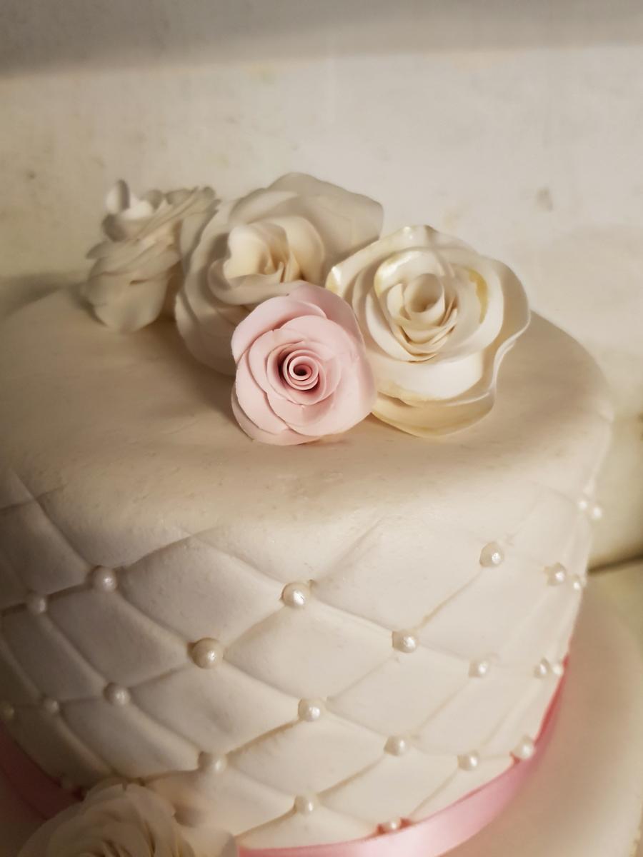 White and pink wedding cake - vit och rosa bröllopstårta