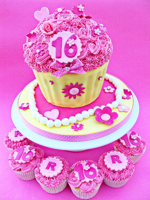 cupcakes-shaped-cake-designer-cakes-cupcakes-mumbai-20