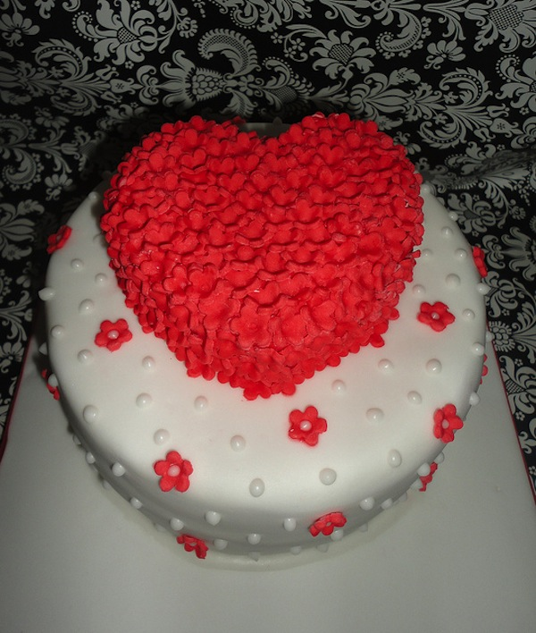 2-tier-heart-shaped-designer-theme-birthday-wedding-engagement-cakes-cupcakes-mumbai-13