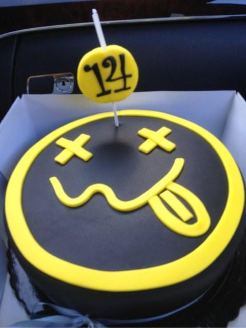 nirvana-1-kg-music-theme-customised-cakes-cupcakes-mumbai-buy-online-16