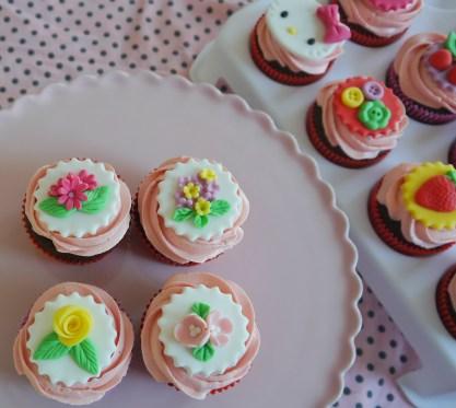 Bloemen cupcakes 1,50 euro/stuk
