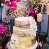 Bolo de Casamento Naked Cake com Ouro Comestível 24k e Orquídeas de Açúcar para festa no buffet Lady Fina. Feito por Cake Studio ( contato@cakestudio.com.br ). Foto: Canvas Ateliê.