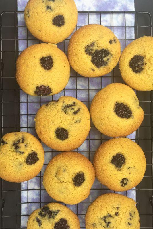 Blackberry Corn Muffins v
