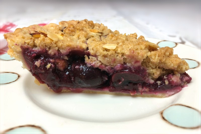 Cherry Crumb Pie with Almonds b_