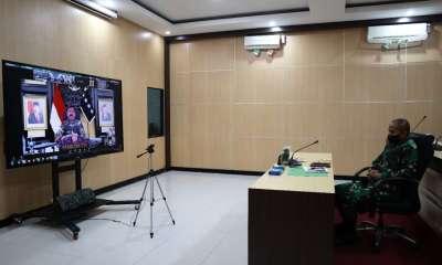 Pangdam XVII/Cenderawasih Mayjen TNI Ignatius Yogo Triyono, M.A mengikuti Rapat Evaluasi Penanganan Covid-19,