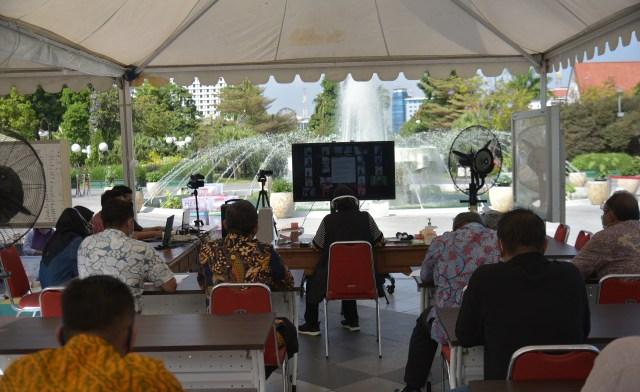 Pertemuan lewat darig yang digelar oleh Pemkot Surabaya bersama para takmir masjid se Surabaya