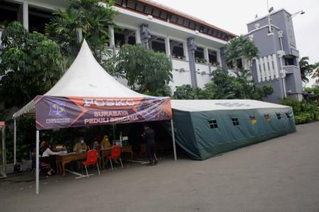 posko bantuan bencana yang tengah di buka oleh Pemkot Surabaya