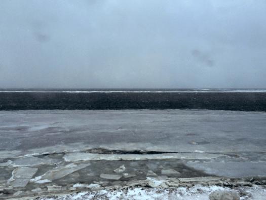 凍った日本海