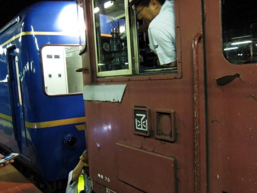 北斗星 函館駅機関車付け替え ED79