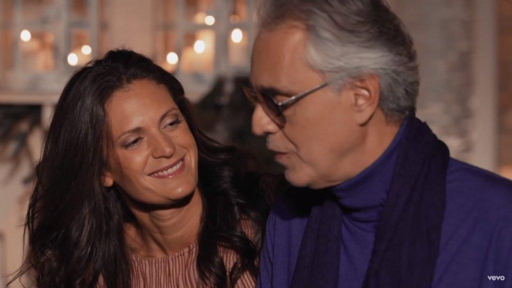 """Andrea Bocelli - """"Powrót do miłości"""" / screen z teledysku"""
