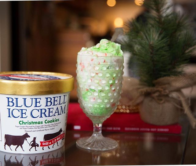 Have you ever wondered what Christmas tastes like ?!? Well @bluebellicecream has sure figured it…
