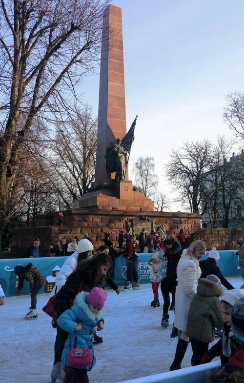 obeliscul eroilor din al doilea razboi mondial