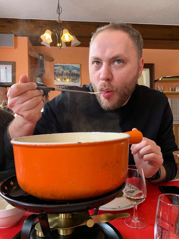 Vitalie degusteaza fondue