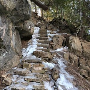 Icy Spring Conditions at the Devil's Pulpit image3
