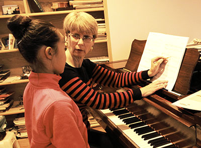 Ann-Explaining-a-Song-to-Student-THUMBNAIL