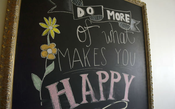 "A chalkboard with ""What makes you happy"" written on it"