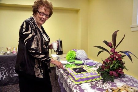 2016 Lillian cutting cake