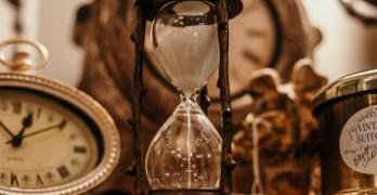 Die Uhr – The Clock (A Poem)