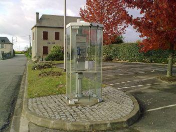 1024px-Cabine_téléphonique_de_Casteide-Cami