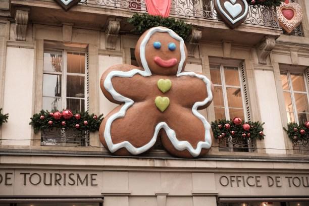Mannele sur la façade de l'Office de Tourisme de Strasbourg.