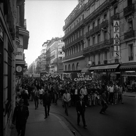 1206px-11-12.06.68_Mai_68._Nuit_d'émeutes._Manif._Barricades.Dégâts_(1968)_-_53Fi1031