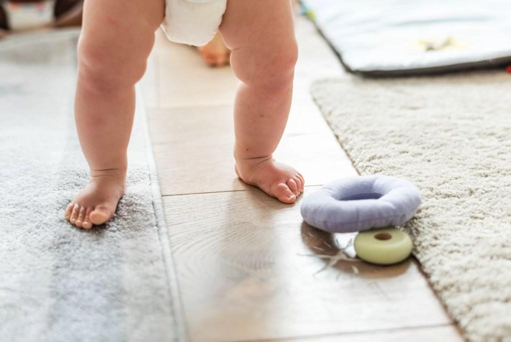 Bébé marche sans trotteur