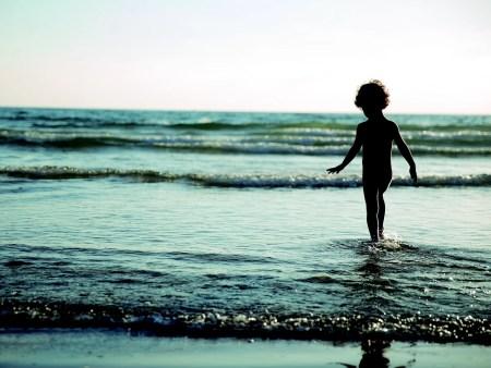enfant eau mer