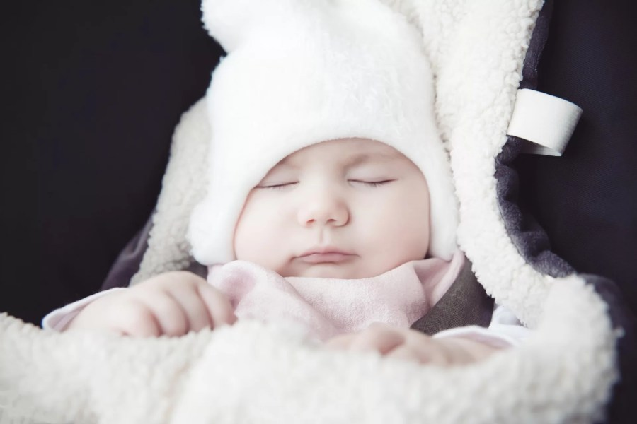 bébé hiver nid d'ange