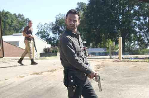 "The Walking Dead Recap: ""18 Miles Out"" (Season 2, Episode 10) 10"