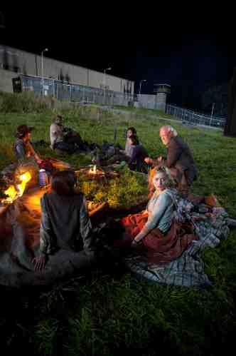 Walking Dead Season 3 Episode 1 Cast Fire