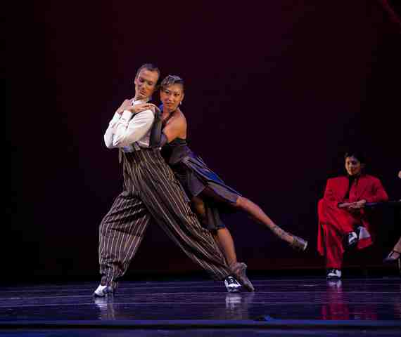 Diablo Ballet dancers Mayo Sugano and Aaron Orza in A Swingin Holiday