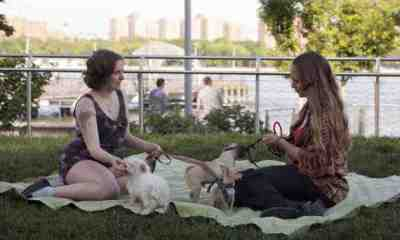 Hannah and Jessa in Girls, Season 2 Episode 2