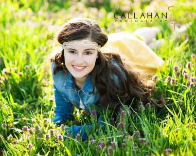 senior portaits in fields