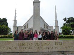 hermanas-in-front-of-temple-2