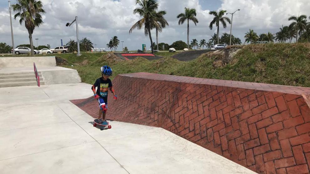 Displaying Haulover Skate Plaza - Gran inauguración del nuevo parque de patinaje y pista de Pump Track para bicicletas en el parque de Haulover Beach, el 7 de agosto