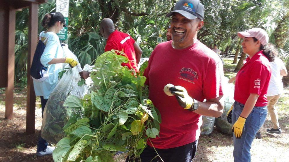 Kendall Indian Hammocks Park clean up volunteers - Pitch In Cleaning Up Kendall Indian Hammocks Park