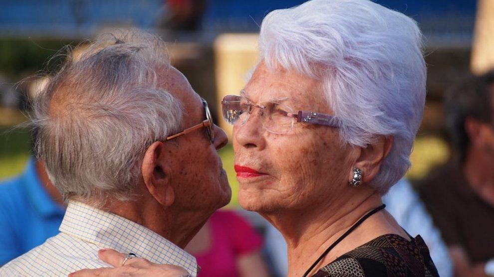 older adult 1546130 1280 - El Centro de Actividades y Nutrición de la Pequeña Habana es un lugar en el que puedes confiar con tu familia