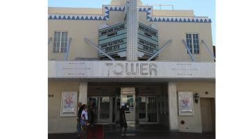 Entrada del teatro Tower