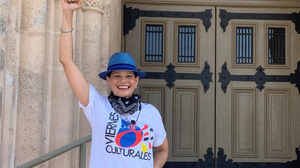 Anneliese hand up - Viernes Culturales presents Little Havana LIVE