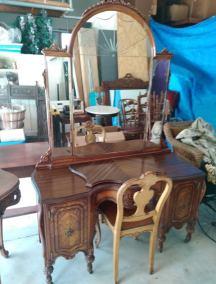 Vanity-Mirror-Chair