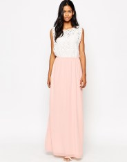 Maxi robe avec superposition en dentelle, Club L (Asos), 30,99 euros