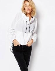 Veste à enfiler avec poche sur le devant, Carhartt, 134,99 euros