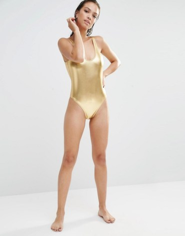 Maillot de bain métallisé à dos dégagé, Boohoo Boutique, 30 euros