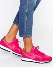 Baskets Internationalist rose vif et kaki, Nike, 90 euros