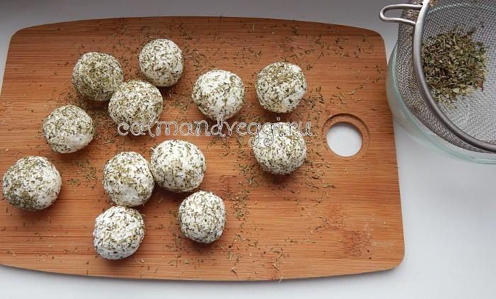 Праздничная закуска - Сырные шарики с маслиныами. Пошаговый рецепт с фото.